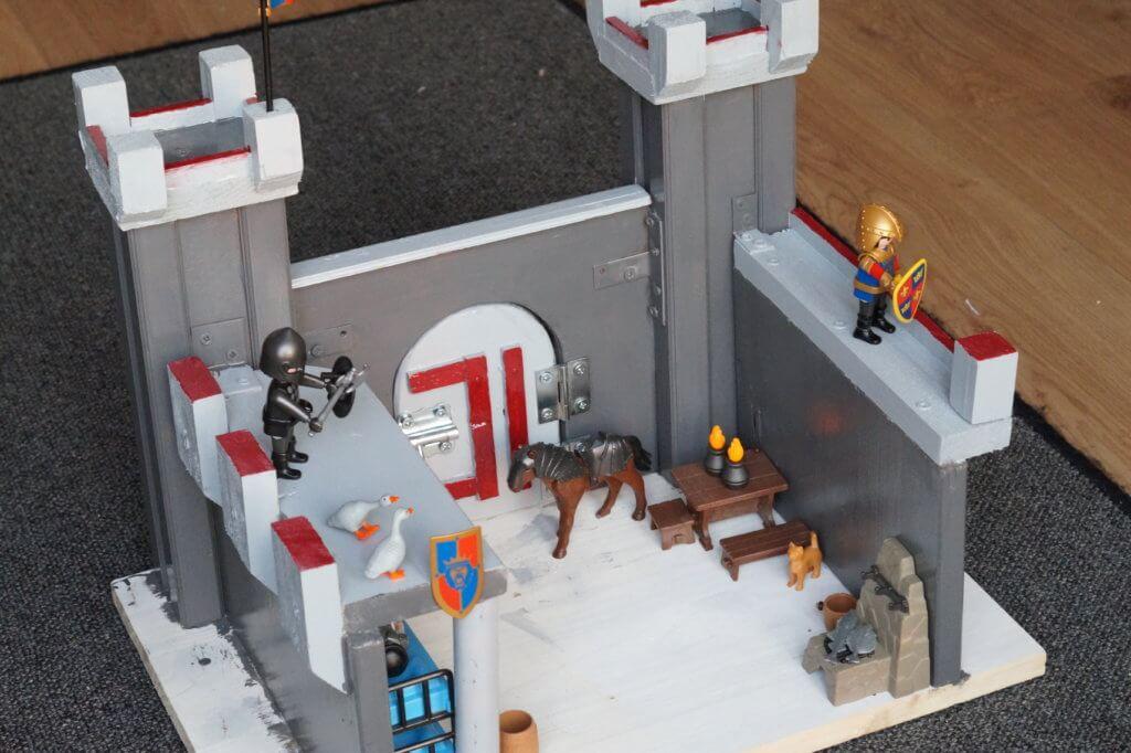 Binnenkant houten ridderkasteel met playmobil